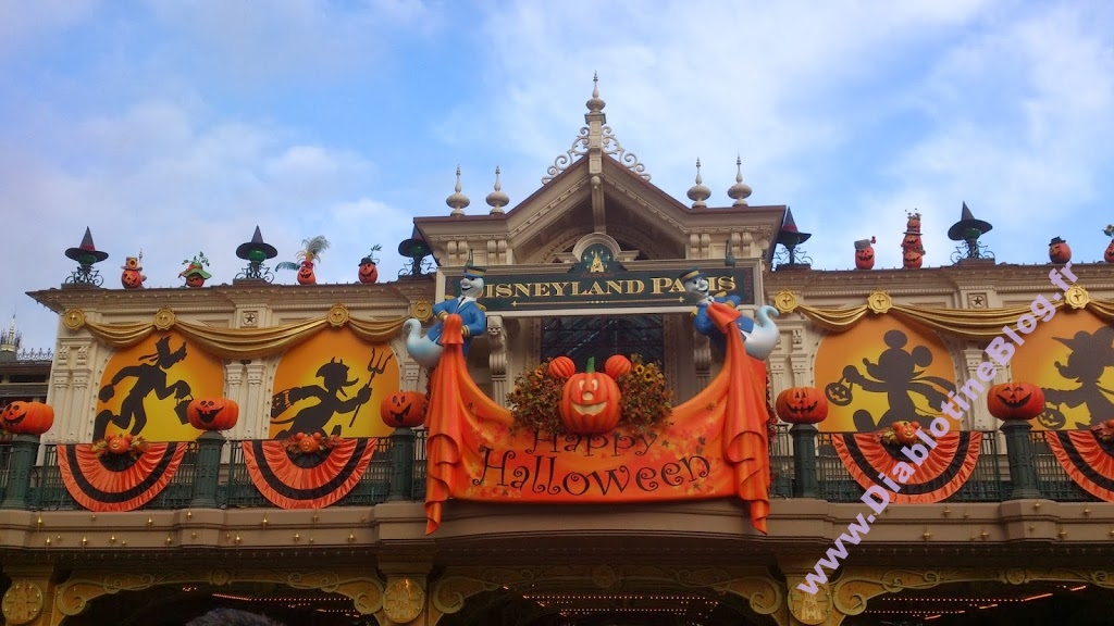 Happy Halloween Disneyland Paris